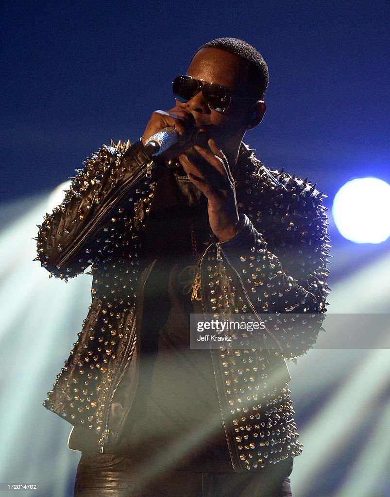 R kelly performs on bet awards understanding betting odds in football