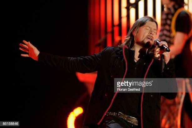 Singer Reamonn performs during the Wetten dass...? show at the Messe Duesseldorf on February 28, 2009 in Duesseldorf, Germany.