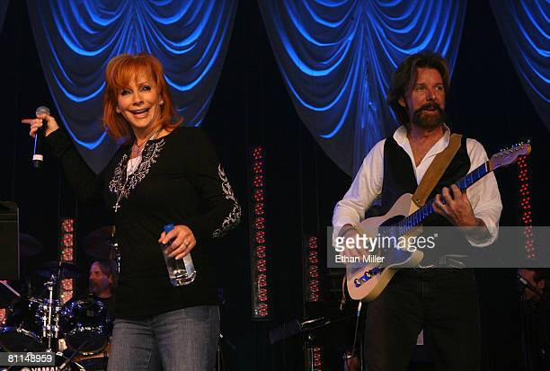 ACCESS*** Singer Reba McEntire and musician Ronnie Dunn perform during the 43rd annual Academy Of Country Music Awards AllStar Jam held at the MGM...