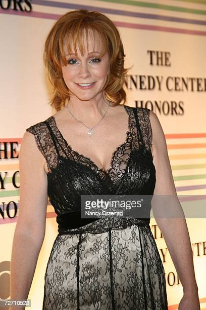 Singer Reba McEntire poses at The 29th Annual Kennedy Center Honors December 3 2006 in Washington DC