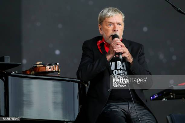 Singer Renaud performs during the Festival of Humanity a political event and music festival organised by the French Communist party on September 17...