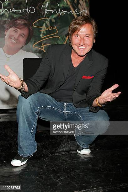 Singer Ricardo Montaner attends a press conference to promote the launch of his new album Soy Felizat EMI Music on April 12 2011 in Mexico City Mexico
