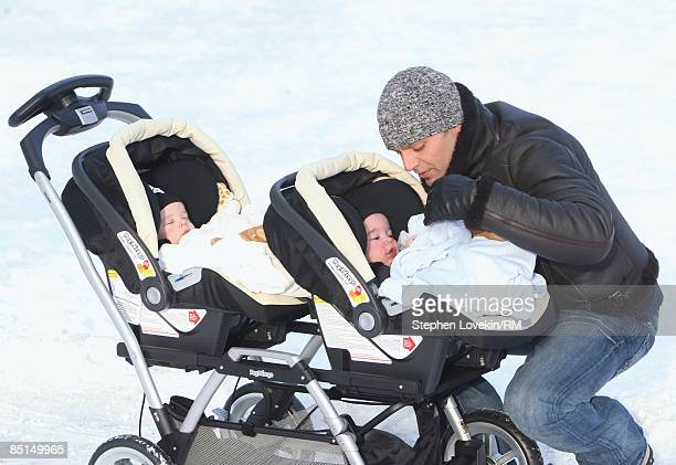 ACCESS*** Singer Ricky Martin and his sons Matteo Martin and Valentino Martin go for a walk on January 21 2009 in New York City