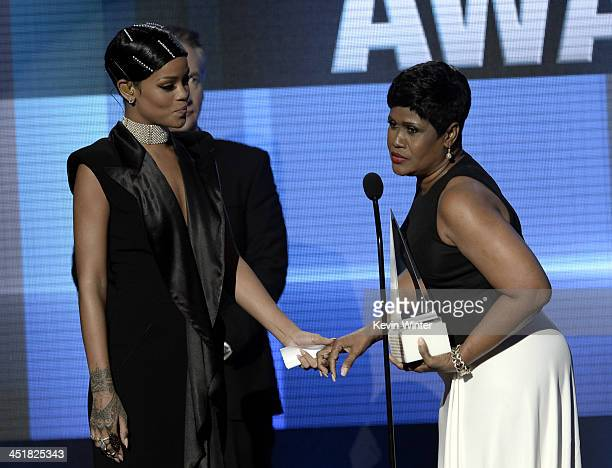 Singer Rihanna accepts the AMA Icon Award from mother Monica Braithwaite Fenty onstage during the 2013 American Music Awards at Nokia Theatre LA Live...