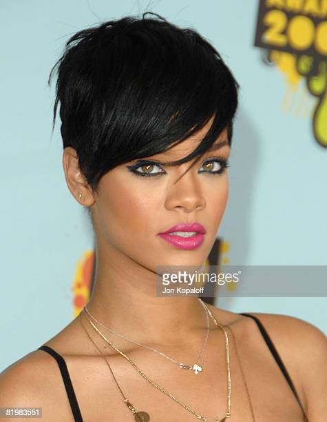 Singer Rihanna arrives at Nickelodeon's 2008 Kids' Choice Awards at the Pauley Pavilion on March 29, 2008 in Los Angeles, California.