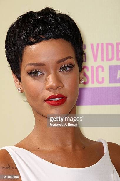 World\'s Best Rihanna Short Hairstyles Stock Pictures, Photos ...