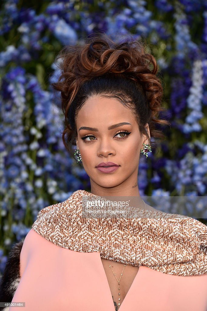 Singer Rihanna attends the Christian Dior show as part of the Paris Fashion Week Womenswear Spring/Summer 2016 on October 2, 2015 in Paris, France.