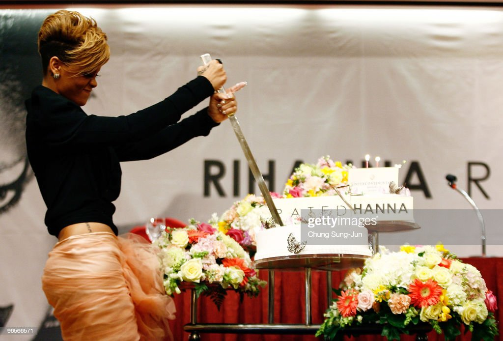 Amazing Singer Rihanna Cuts Her Birthday Cake During A Press Conference To Funny Birthday Cards Online Alyptdamsfinfo