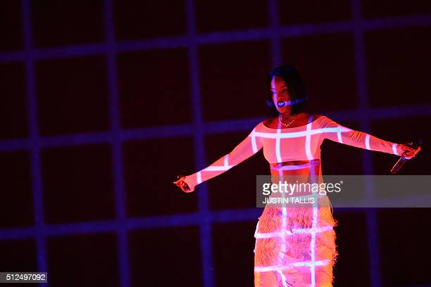 Singer Rihanna performs during the BRIT Awards 2016 in London on February 24 2016 / AFP / JUSTIN TALLIS / RESTRICTED TO EDITORIAL USE TO ILLUSTRATE...