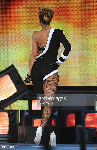 Singer Rihanna performs onstage at the Pepsi Super Bowl Fan Jam featuring Rhianna And Justin Bieber presented by Vh1 on South Beach on February 4...