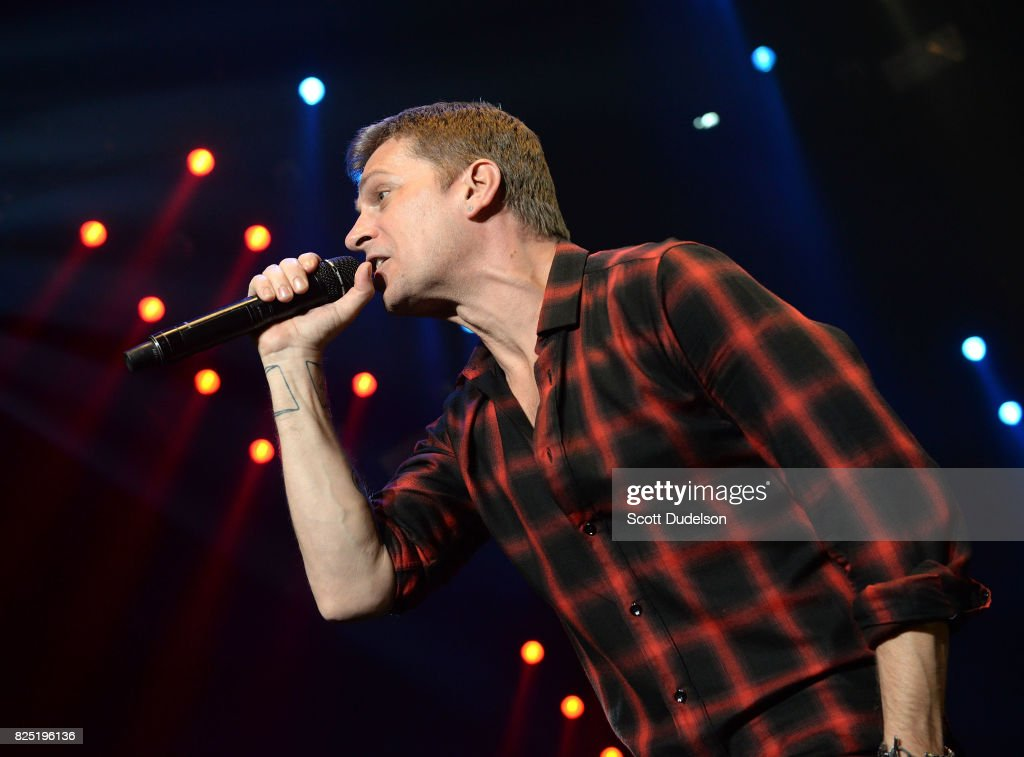 Singer Rob Thomas of Matchbox Twenty performs onstage at The Forum on July 31, 2017 in Inglewood, California.
