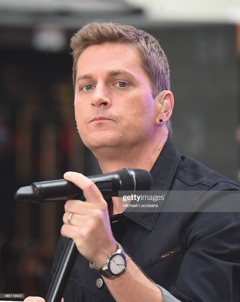 "Rob Thomas Performs On NBC's ""Today"""