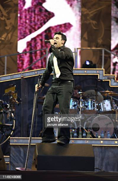 Singer Robbie Williams on 6 July 2003 on stage in Munich - Germany.