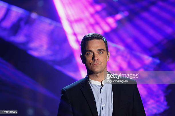 Singer Robbie Williams performs during the 'Wetten dass' show at the Volkswagenhalle on November 7 2009 in Braunschweig Germany