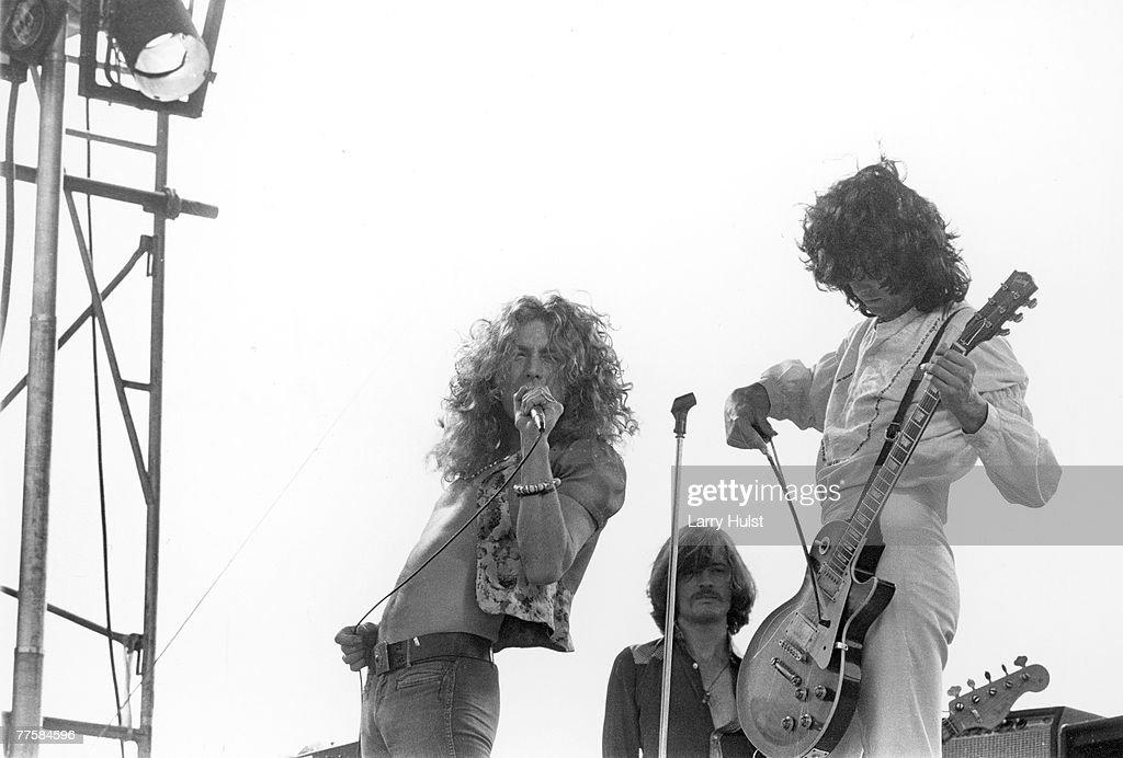 'Led Zeppelin' performs at Kezar Stadium : News Photo