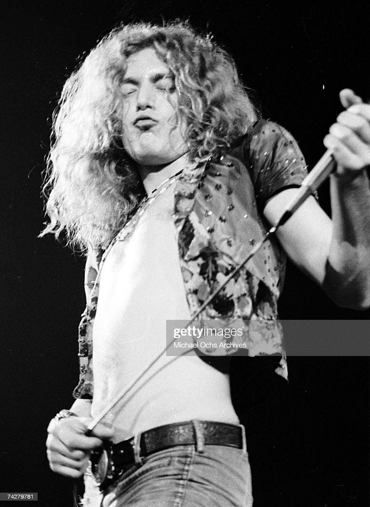 Led zeppelin singer robert plant of the rock band led zeppelin performs onstage at the forum voltagebd Images
