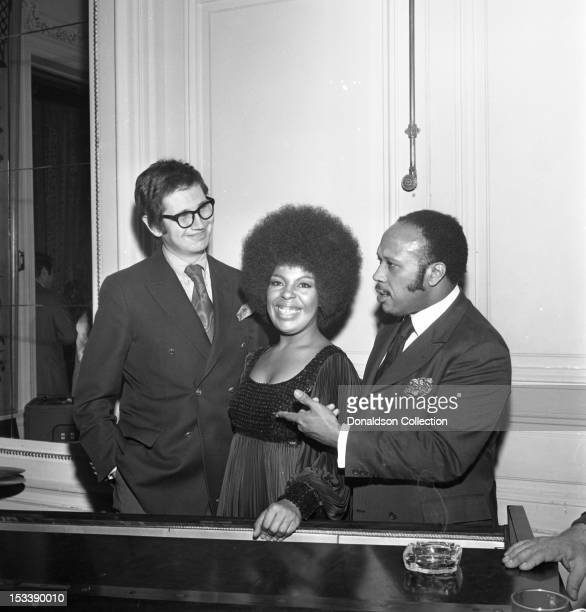 Singer Roberta Flack and party guests at an Atlantic Records party in her honor at the St. Regis Hotel on November 17, 1969 in New York, New York.