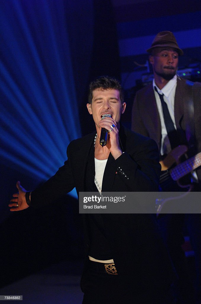 SInger Robin Thicke performs on stage during BET's 106 & Park on February 8, 2007 in New York City.