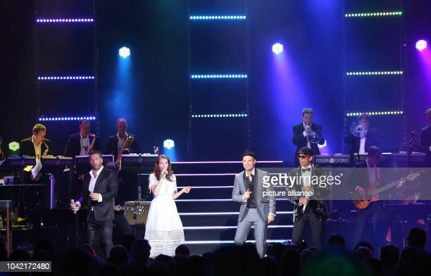 Singer Roger Cicero and his guests Sasha Yvonne Catterfeld and Xavier Naidoo perform on stage during his concert 'Cicero sings Sinatra' at 'Mehr...