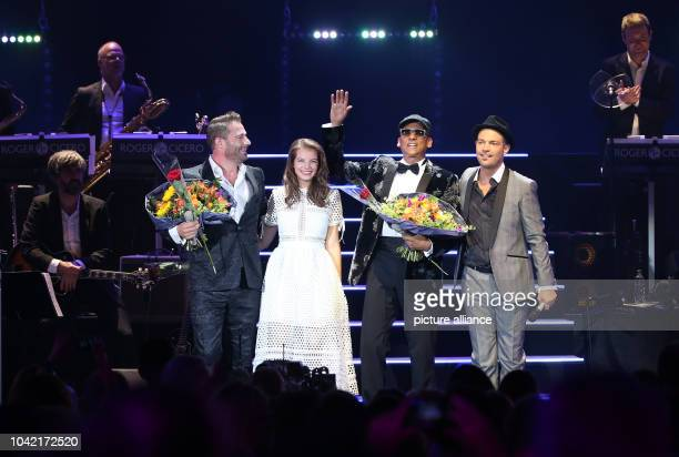 Singer Roger Cicero and his guests Sasha Yvonne Catterfeld and Xavier Naidoo on stage during his concert 'Cicero sings Sinatra' at 'Mehr Theater' in...