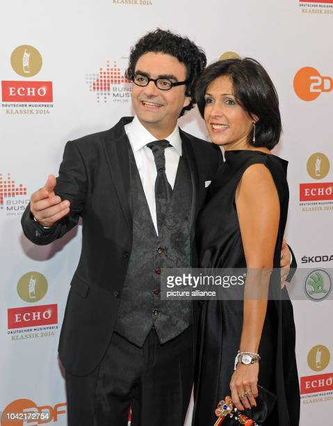 Singer Rolando Villazon and his wife Lucia arrive to the 'Echo Klassik' music award ceremony at the Philharmonic Hall in MunichGermany 26 October...
