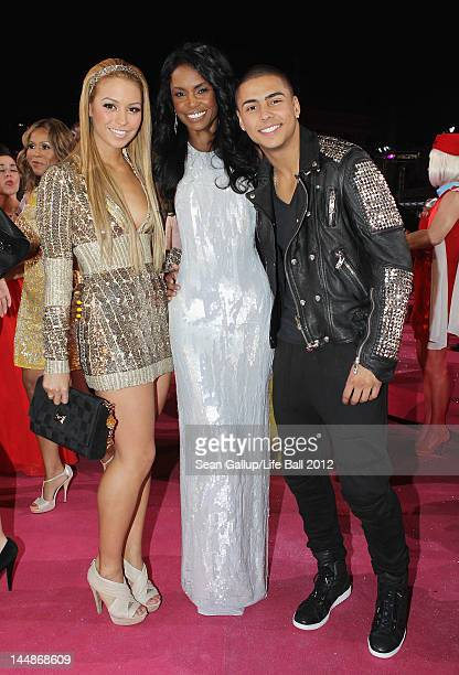 Singer Ronja Hilbig actress Kim Porter and Porter's son Quincy Brown attend the Life Ball 2012 AIDS charity fundraiser at City Hall on May 19 2012 in...