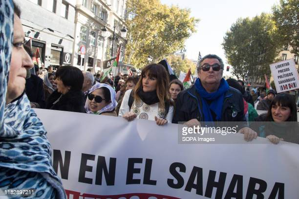 Singer, Rozalén behind a banner during the demonstration. Thousands of Saharawis arrive from all over Spain to demand the end of Morocco's occupation...