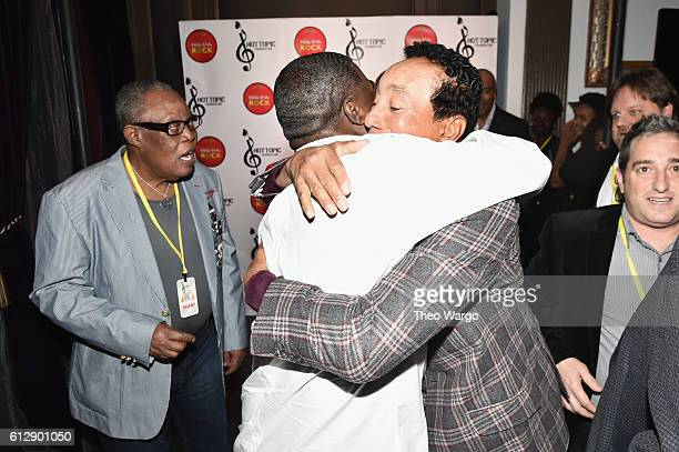 Singer Sam Moore actor Tracy Morgan and singersongwriter Smokey Robinson speak backstage during Little Kids Rock Benefit 2016 at Capitale on October...