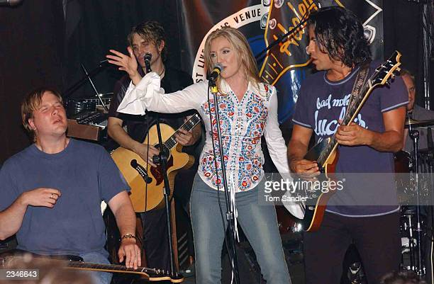 Singer Sas Jordan gestures as she performs onstage with Canadian Blues guitarist Jeff Healy at a pre-SARS concert at Healy's nightclub July 29, 2003...