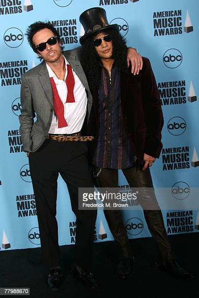 Singer Scott Weiland and musician Scott Weiland pose in the press room at the 2007 American Music Awards held at the Nokia Theatre LA LIVE on...