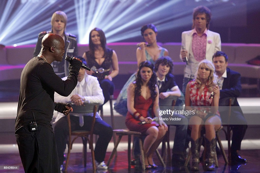 Singer Seal performs with the German superstar candidates during the rehearsel for the singer qualifying contest DSDS 'Deutschland sucht den Superstar' motto show on March 14, 2009 in Cologne, Germany.