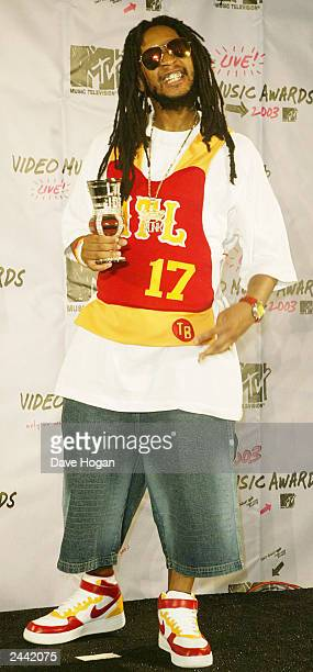 Singer Sean John poses backstage during the 2003 MTV Video Music Awards at Radio City Music Hall on August 28, 2003 in New York City.