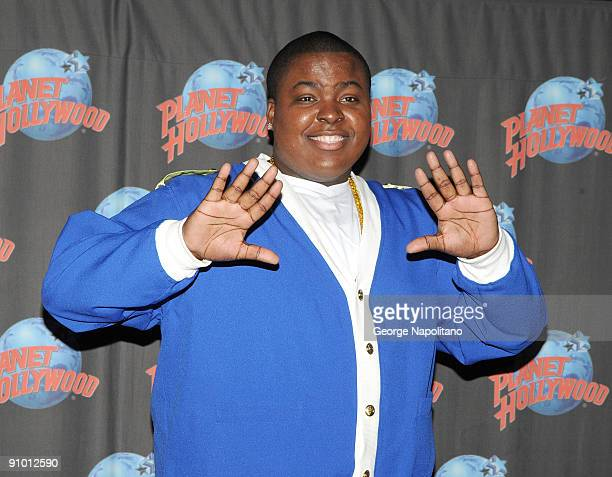 30 Top Sean Kingston Visits Planet Hollywood In Times Square
