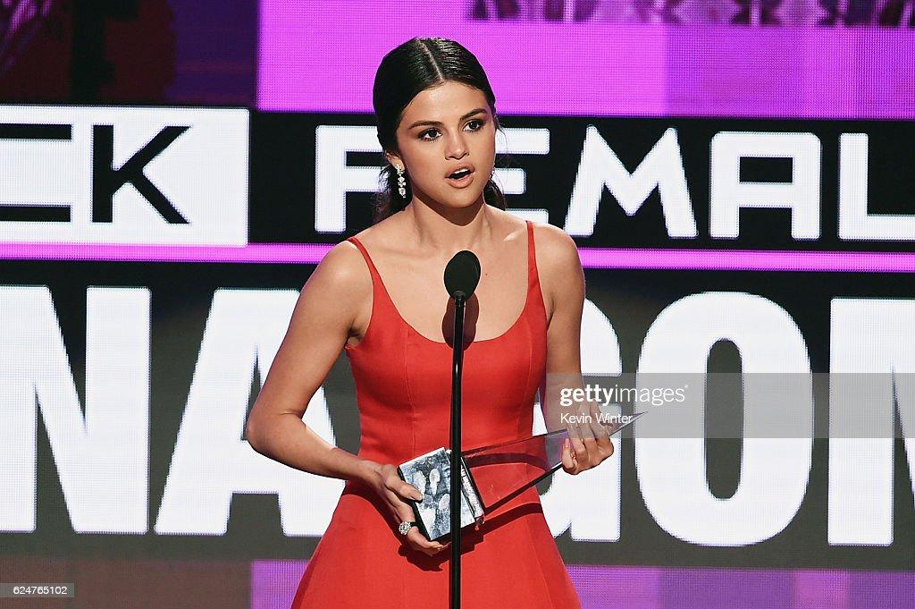 2016 American Music Awards - Show : News Photo