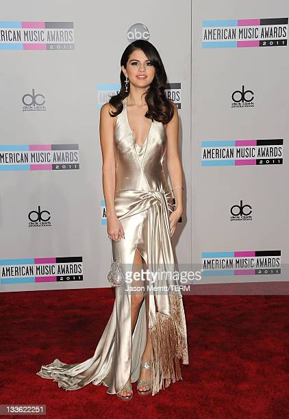Singer Selena Gomez arrives at the 2011 American Music Awards held at Nokia Theatre L.A. LIVE on November 20, 2011 in Los Angeles, California.