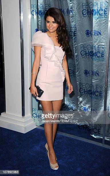 Singer Selena Gomez arrives at the 2011 People's Choice Awards at Nokia Theatre LA Live on January 5 2011 in Los Angeles California