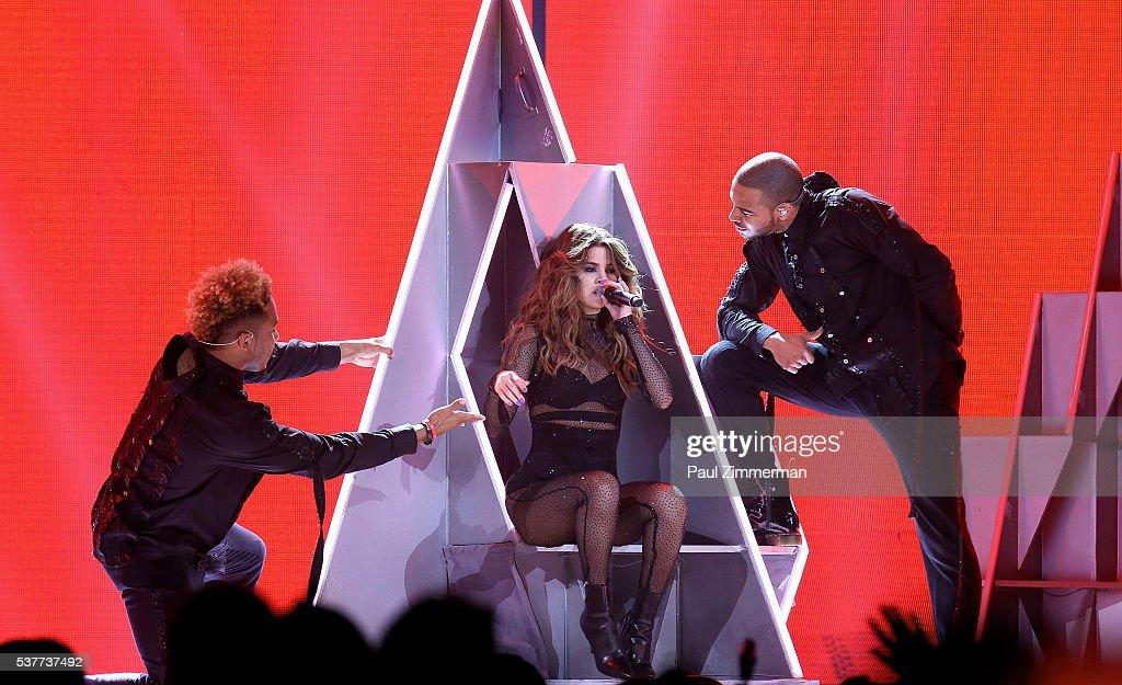 Selena Gomez In Concert - Newark, NJ : News Photo