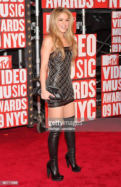 Singer Shakira arrives at the 2009 MTV Video Music Awards at Radio City Music Hall on September 13 2009 in New York City