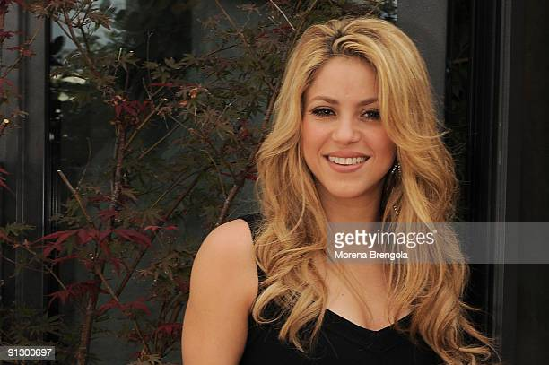 """Singer Shakira attends photocall for the launch of her new CD """"She Wolf"""" at the Park Hotel Hyatt on October 1, 2009 in Milan, Italy."""