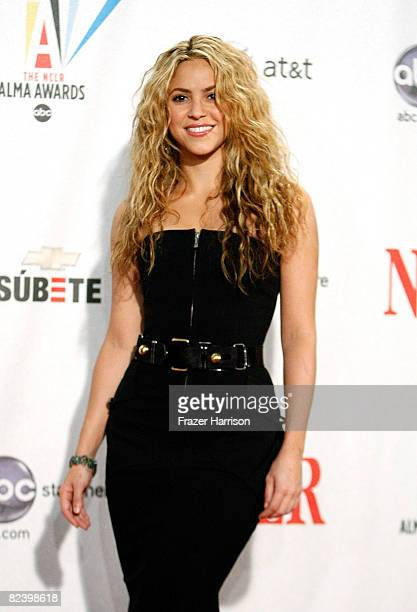 Singer Shakira winner of the Discretionary Humanitarian award poses during the 2008 ALMA Awards at the Pasadena Civic Auditorium on August 17 2008 in...