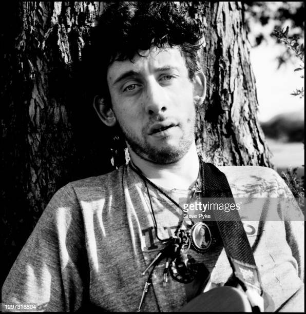 Singer Shane MacGowan of The Pogues, writing a song, Austin, Texas, 15th June 1988.