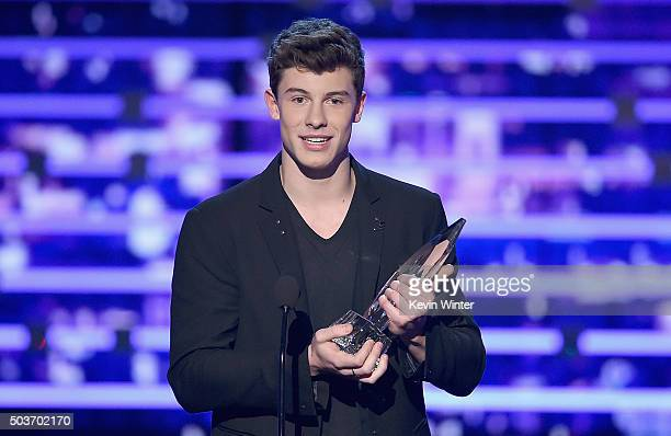 Singer Shawn Mendes accepts Favorite Breakout Artist award onstage during the People's Choice Awards 2016 at Microsoft Theater on January 6 2016 in...