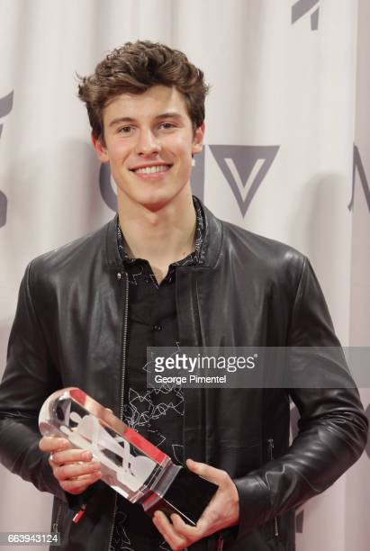 Singer Shawn Mendes winner of the fan choice award poses in the press room during the 2017 Juno Awards held at Canadian Tire Centre on April 2 2017...