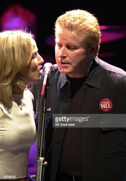 Singer Sheryl Crow and Don Henley entertain thousands at a tribute concert in midtown St Louis November 3 2000 for the late Missouri Governor Mel...