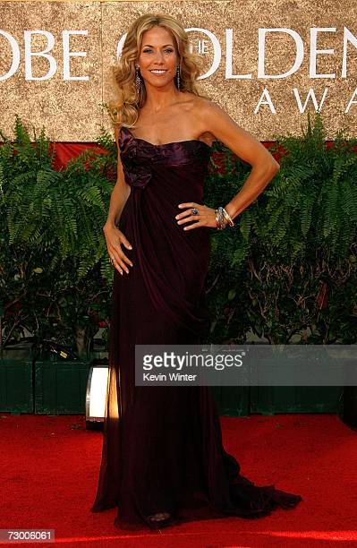 Singer Sheryl Crow arrives at the 64th Annual Golden Globe Awards at the Beverly Hilton on January 15, 2007 in Beverly Hills, California.