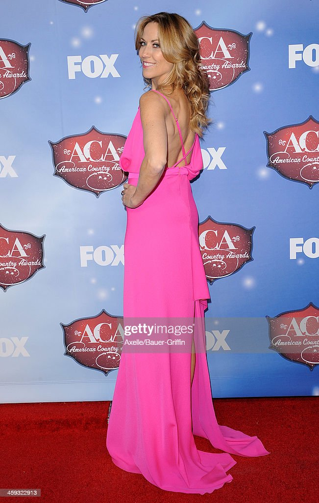 Singer Sheryl Crow arrives at the American Country Awards 2013 at the Mandalay Bay Events Center on December 10, 2013 in Las Vegas, Nevada.