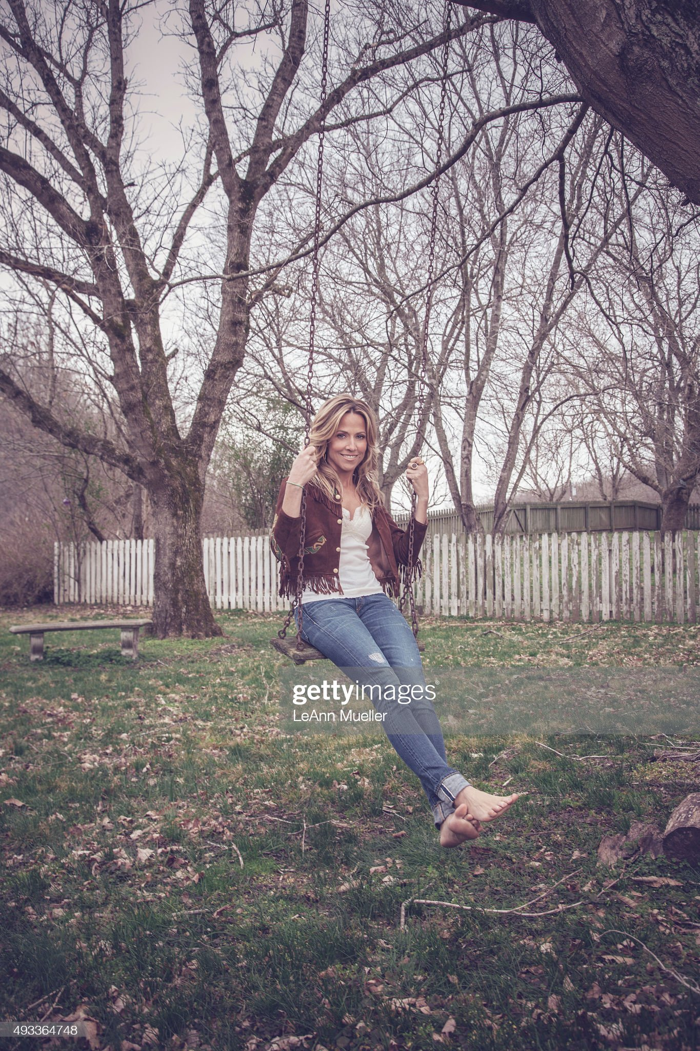 https://media.gettyimages.com/photos/singer-sheryl-crow-is-photographed-for-the-hollywood-reporter-on-13-picture-id493364748?s=2048x2048