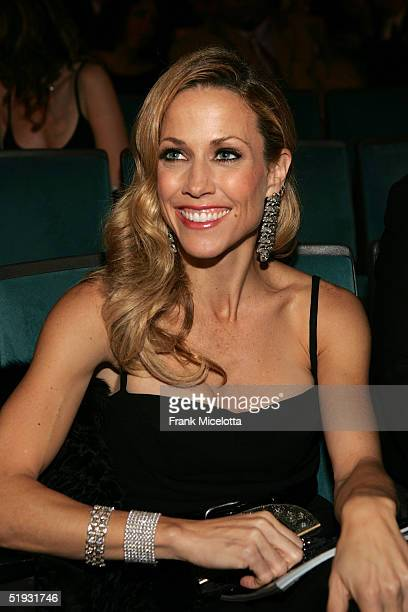 Singer Sheryl Crow poses inthe audience during the 31st Annual People's Choice Awards at the Pasadena Civic Auditorium January 9 2005 in Pasadena...