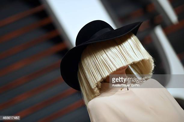 Singer Sia arrives at the 2015 Vanity Fair Oscar Party Hosted By Graydon Carter at Wallis Annenberg Center for the Performing Arts on February 22...