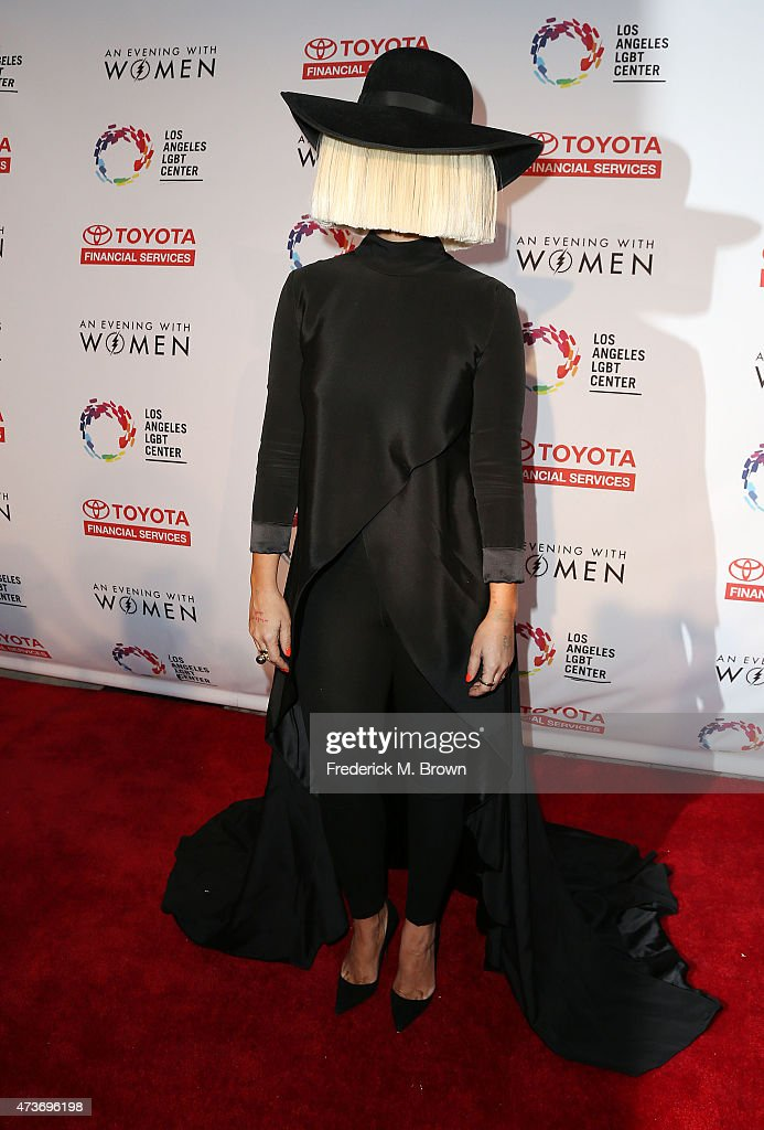 An Evening With Women Benefitting The Los Angeles LGBT Center - Arrivals : Nachrichtenfoto